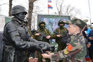 В амурском Белогорске открыли памятник крымскому