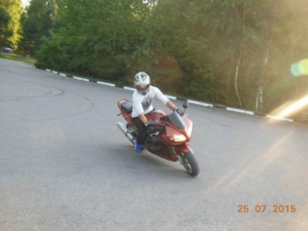 467Фото байкера в шлеме на аву
