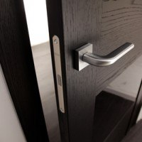 Ручка защелка на межкомнатной двери