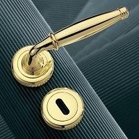 Межкомнатные двери с ручками фото