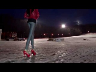 Long legs in tight Leggings, red pumps Lazy Way uphill Trailer