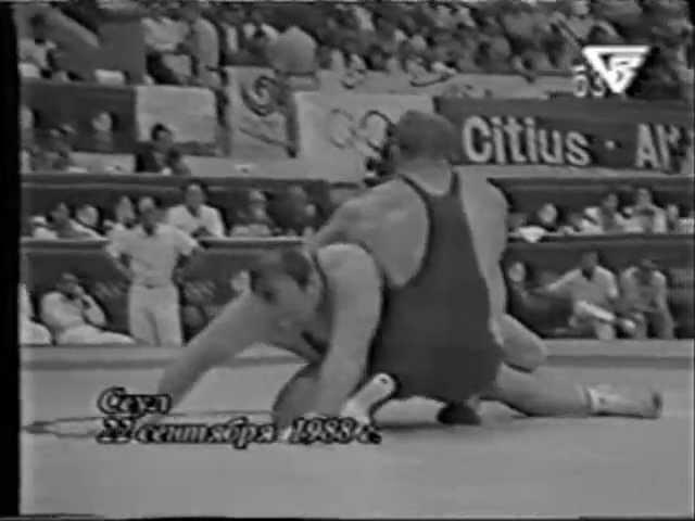 Александр Карелин улетает на кочергу в финале ОИ-1988 г., переламывает ход схватки ...