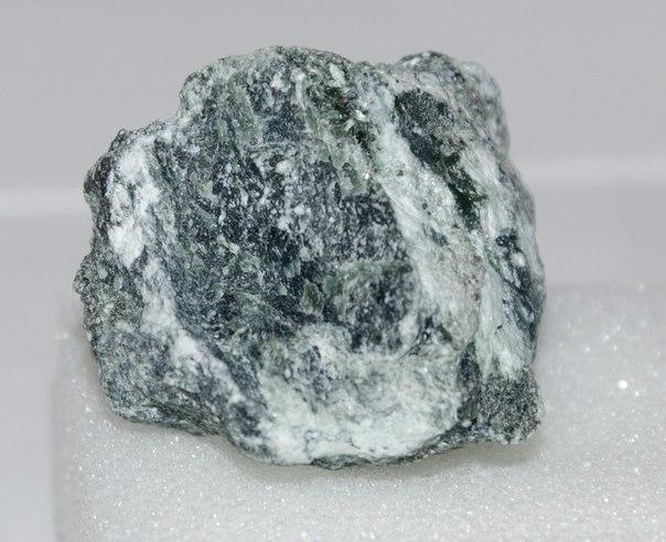Минералы Сокровища Земли №63 - Хромит