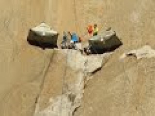 Скалолазы покоряют отвесный склон с голыми руками (новости)