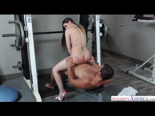 В спортзале ебется