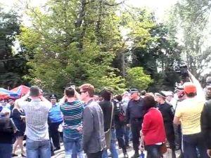 Сотни жителей Одессы призвали восстановить мемориал у Дома профсоюзов и скандировали