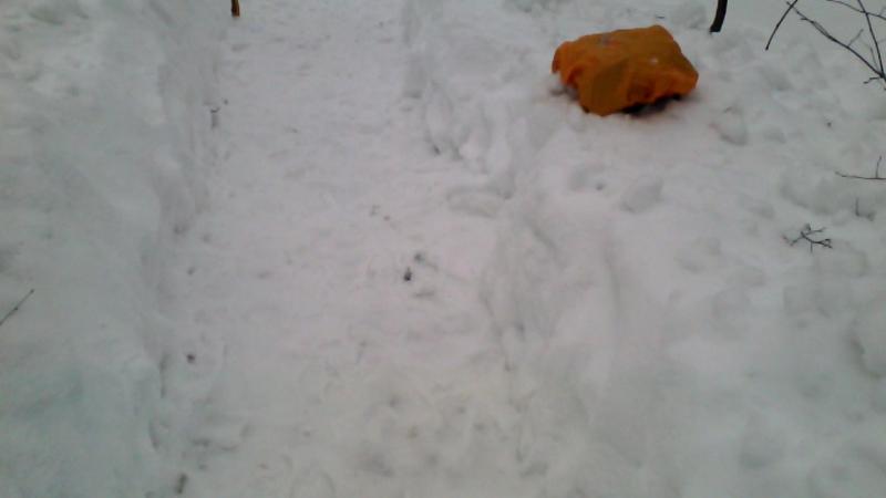 Пыщ пыщ - окапываю трассу для лайтового зимнего трейла