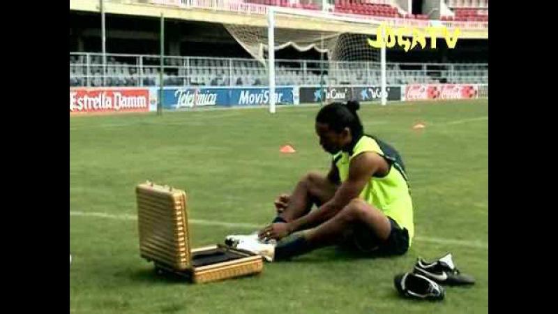 Joga TV - Ronaldinho freestyle colpisce la traversa (ITA High Quality)