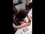Дети и касетный плеер)))