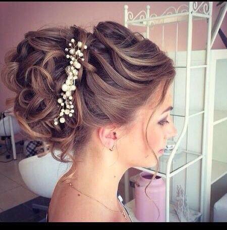 Прическа на длинные волосы на свадьбу для подруги