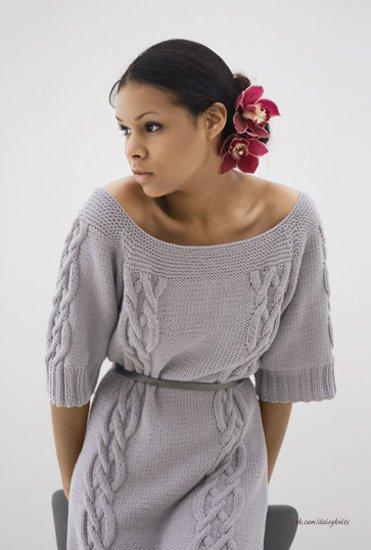 Вязаные платья с косами и схемой