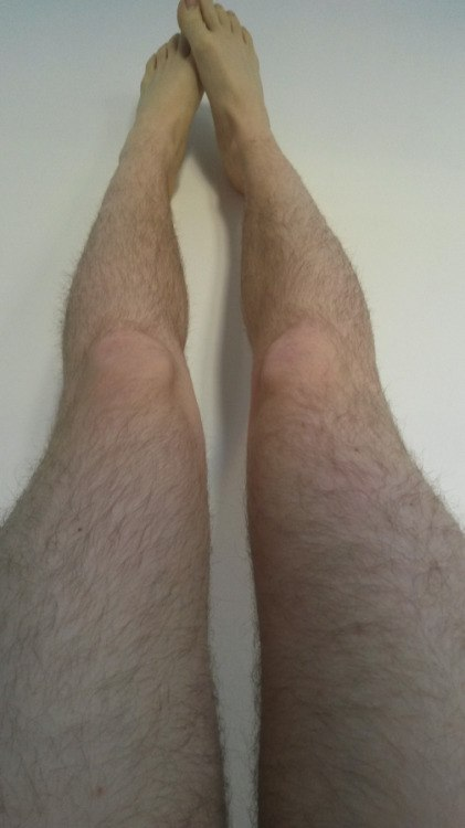 domashnee-volosatie-zhenskie-nogi