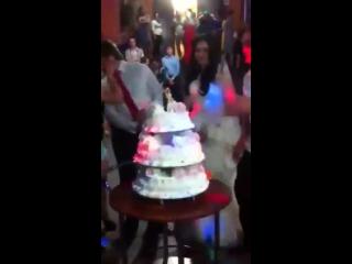 Неожиданная концовка на свадьбе в Нальчике. (группа Нальчик-LIFE) еще больше видео тут :- http://vk.com/nalchik__life