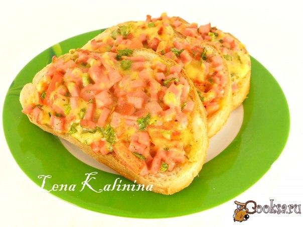 Горячие бутерброды с колбасой, сыром и помидорами Вкусные, сочные бутерброды на завтрак для вашей семьи. Готовятся просто и быстро.