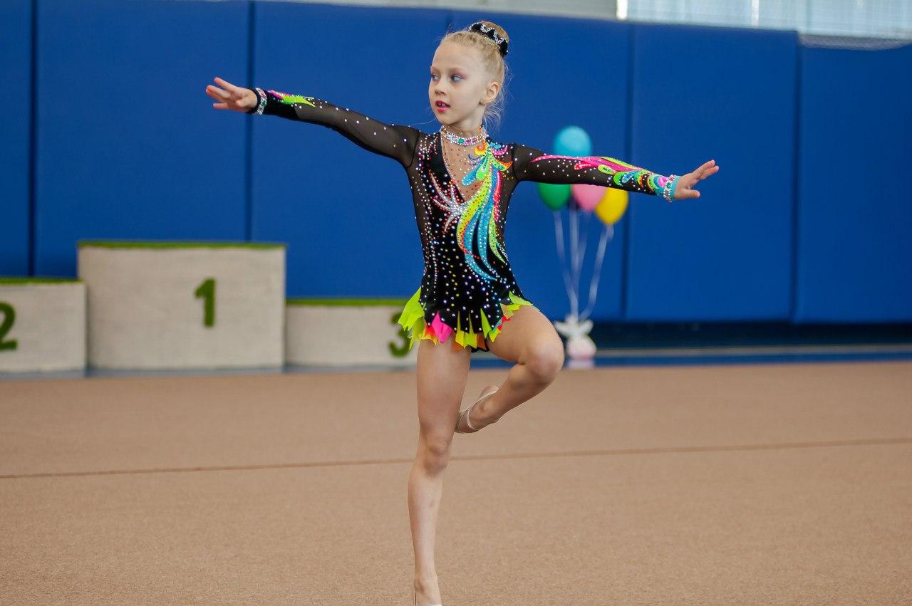 Юные гимнастки cherries 5 фотография