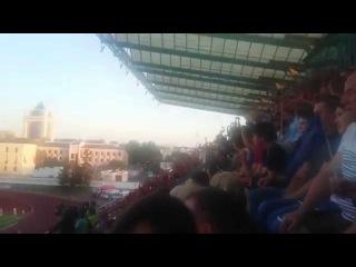 Волна футбольных болельщиков в матче Лиги Европы FC Dinamo Minsk VS Red Bull Salzburg 20.08.2015