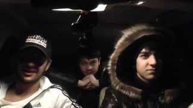 Про бывшую. Парень красиво поет в машине с друзьями!