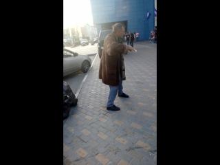 Бомж танцует в Новосибе)))