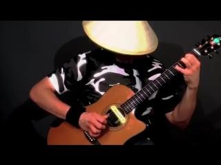 Удивительный стиль игры на гитаре от виртуозного канадского гитариста (Low)