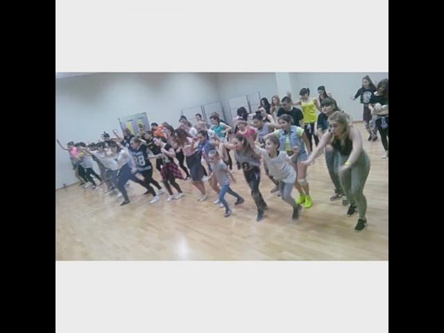 """Mystic Davis ❤ on Instagram: """"Teaching dancehall steps today in Krasnodar! 1st hour ....Kids! Men n Women)) I genuinely believe if you give me a hour of your precious…"""""""