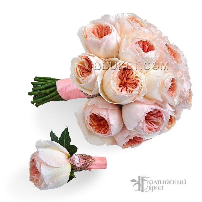 коралловый букет из пионовидных роз