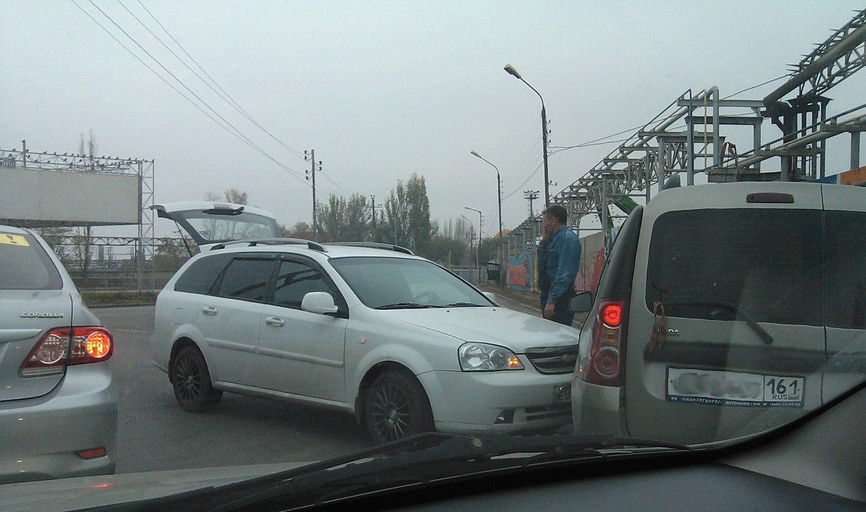 В Таганроге в районе Центрального рынка такси столкнулось с автобусом