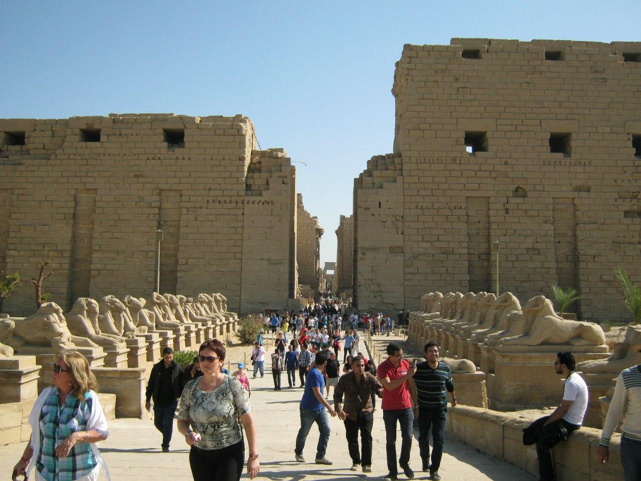 вход в храм Карнак и Сфинксы