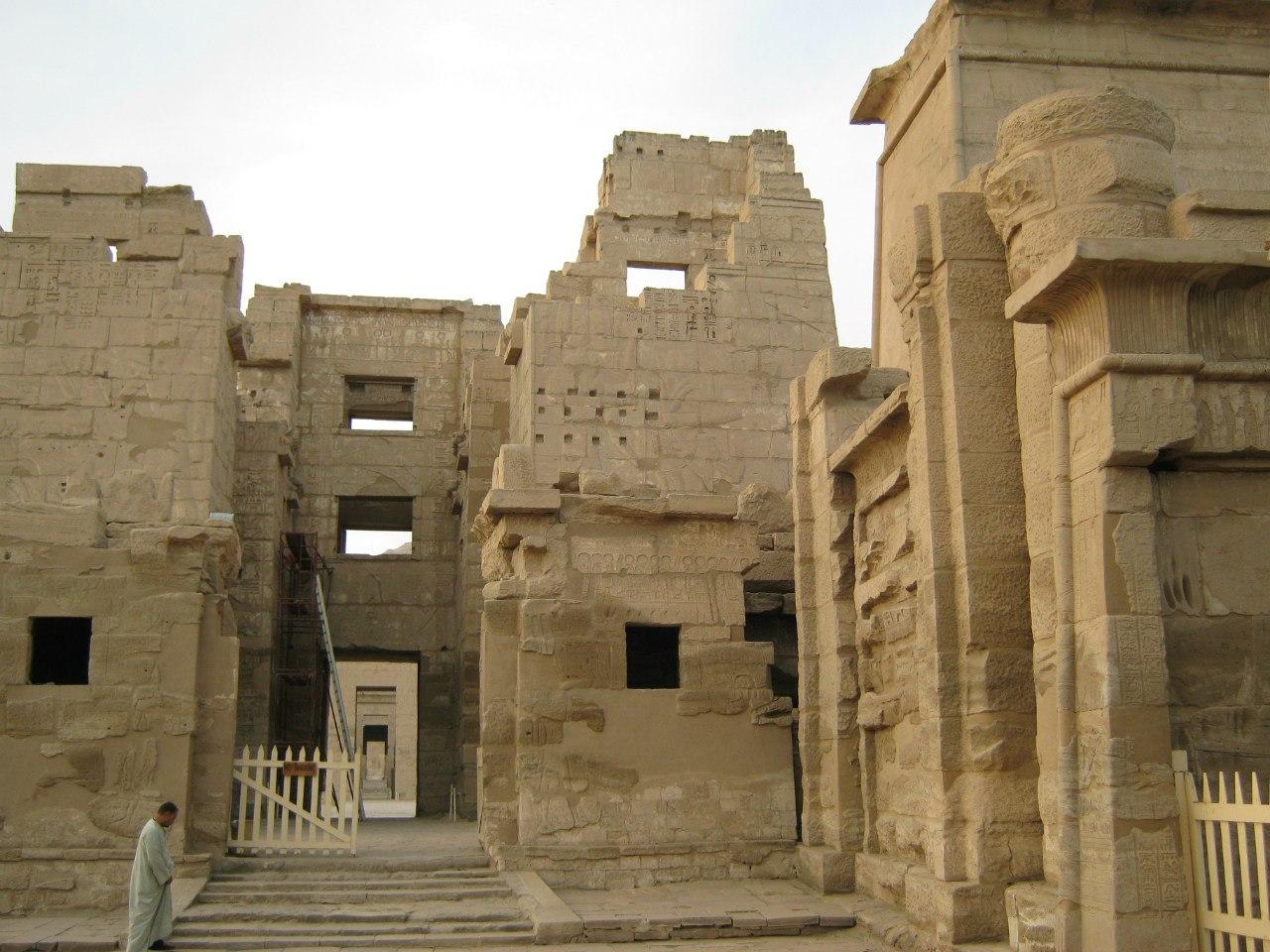 """Древнеегипетский храм """"Мадинет Хабу"""""""
