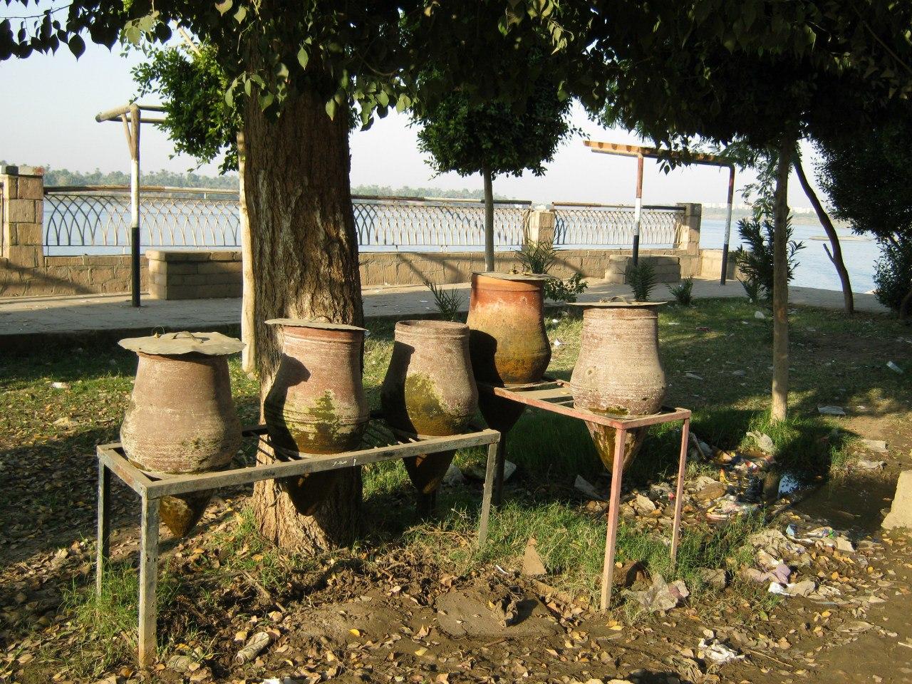 кувшины с водой в Египте