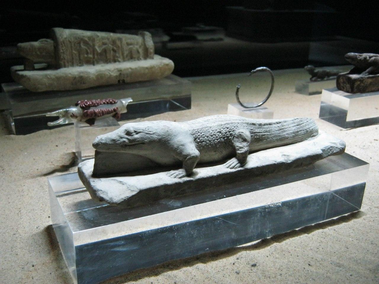 """Крокодиловые сувениры в """"музее мумификаций"""" при храме Ком Омбо"""