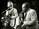 Aint Nobody Here But Us Chickens - Louis Jordan his Tympany Five (Live video 1974)
