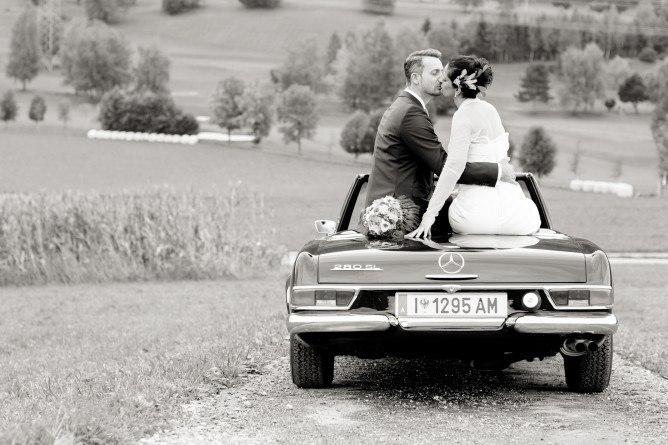 FUsZjqR9Q2E - Автомобиль свадебного кортежа