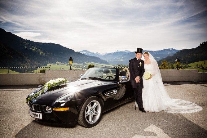 hcUWXl4dLH8 - Автомобиль свадебного кортежа