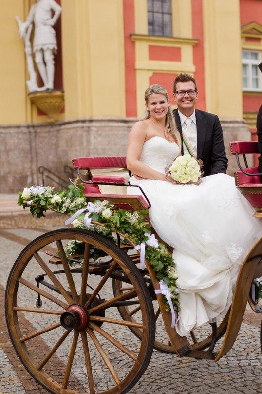 rEg1w JkamA - Автомобиль свадебного кортежа