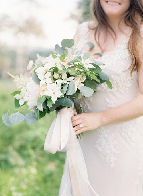 LReof1x6YP0 - Один из цветов свадебного букета невесты