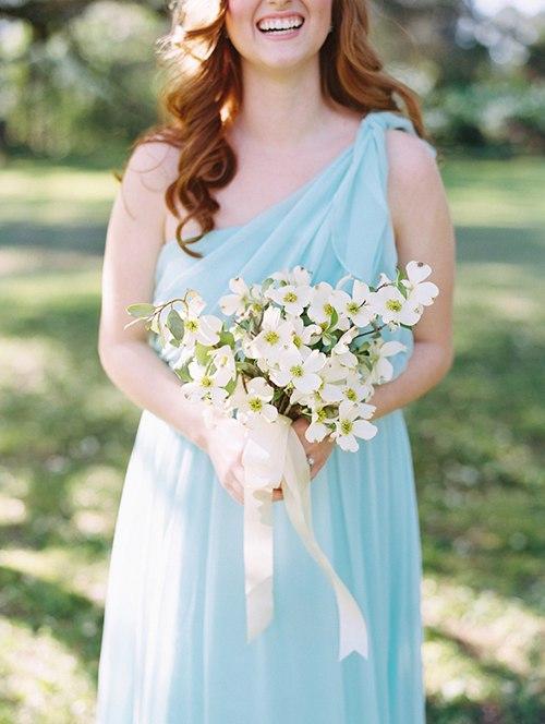 KmJgprouHZs - Один из цветов свадебного букета невесты