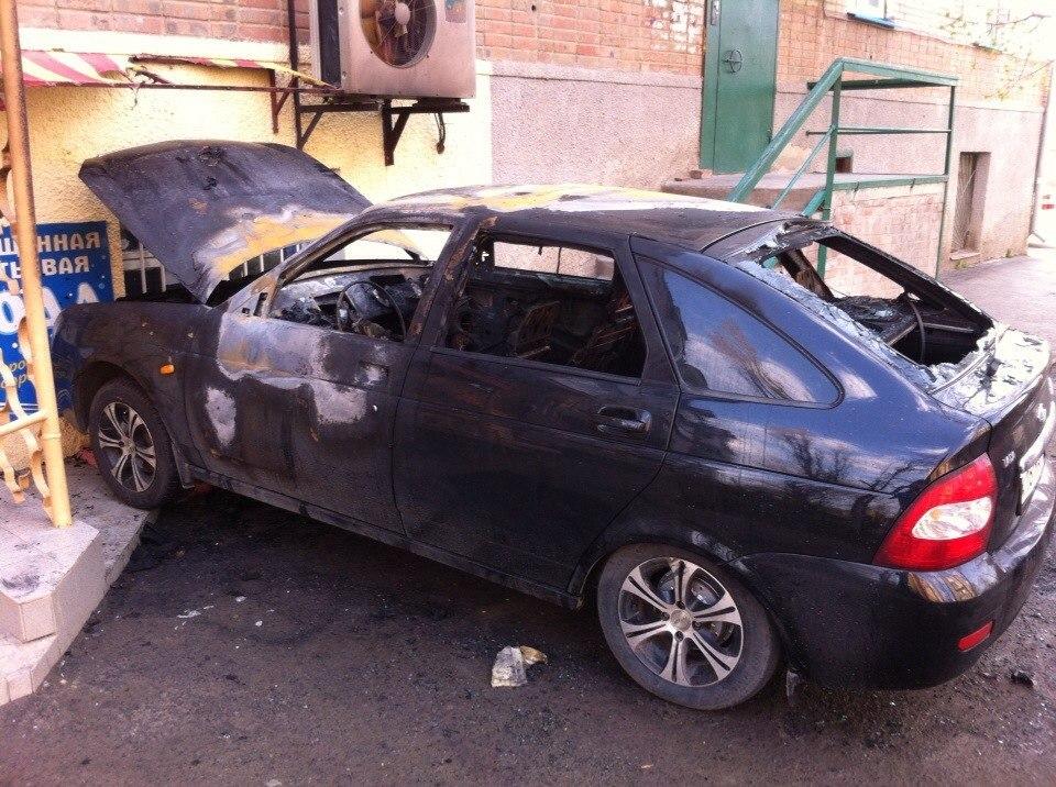 В Таганроге на СЖМ найдена сожжённая Lada Priora с номерами Краснодарского края