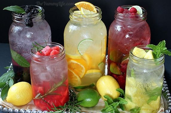 Вкусная и полезная вода из фруктов и трав