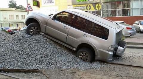 в Ростове водитель Mitsubishi Pajero продемонстрировал мастерство парковки