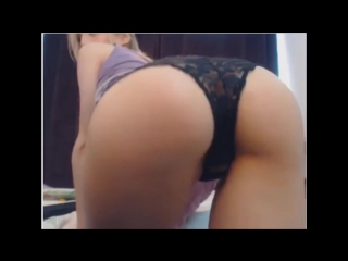 Sexy girl shakes ass on webcam