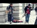 Street Musicians with unbelievable handmade Guitars (ferielesett)