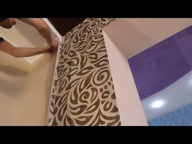 Секреты наклейки обоев возле натяжного потолка Оформление примыкания к натяжному потолку