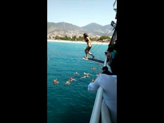 Как Евгения Валерьевна с вышки прыгает