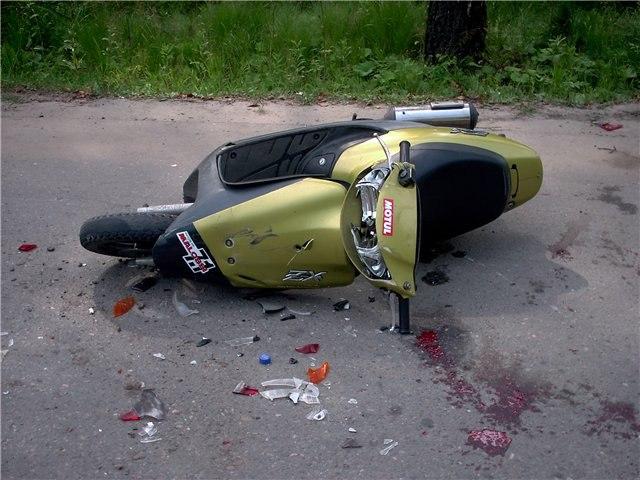 Под Таганрогом в Николаевке в аварии пострадали двое подростков на скутере