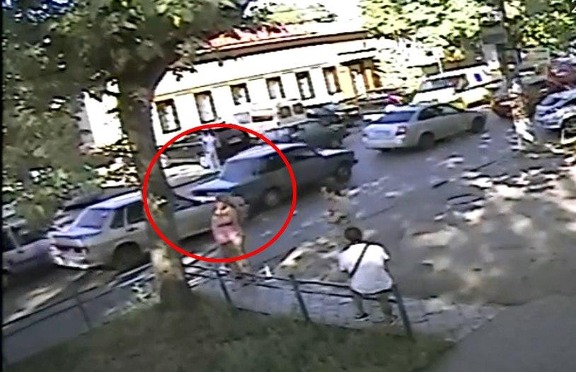 В Таганроге ДТП на Александровской засняла камера видеонаблюдения