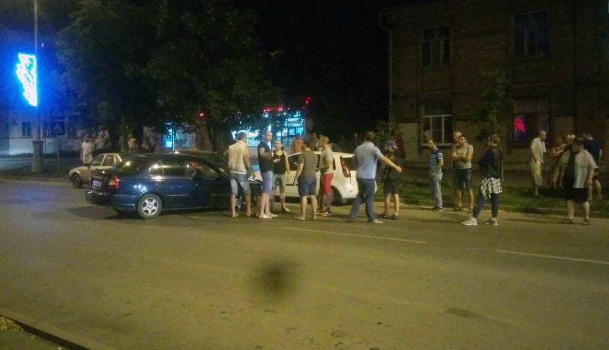 Из-за «гонщиков» на Петровской произошло ДТП с участием пяти машин