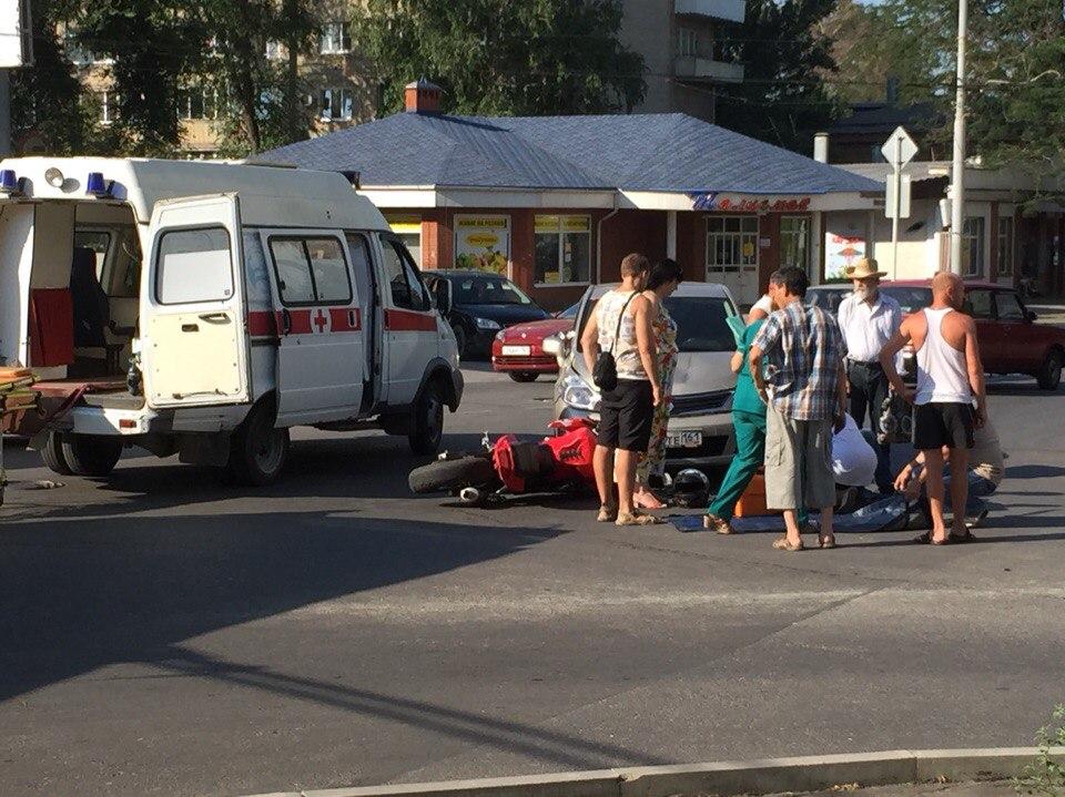 Сегодня утром в Таганроге произошло ДТП с участием мотоциклиста