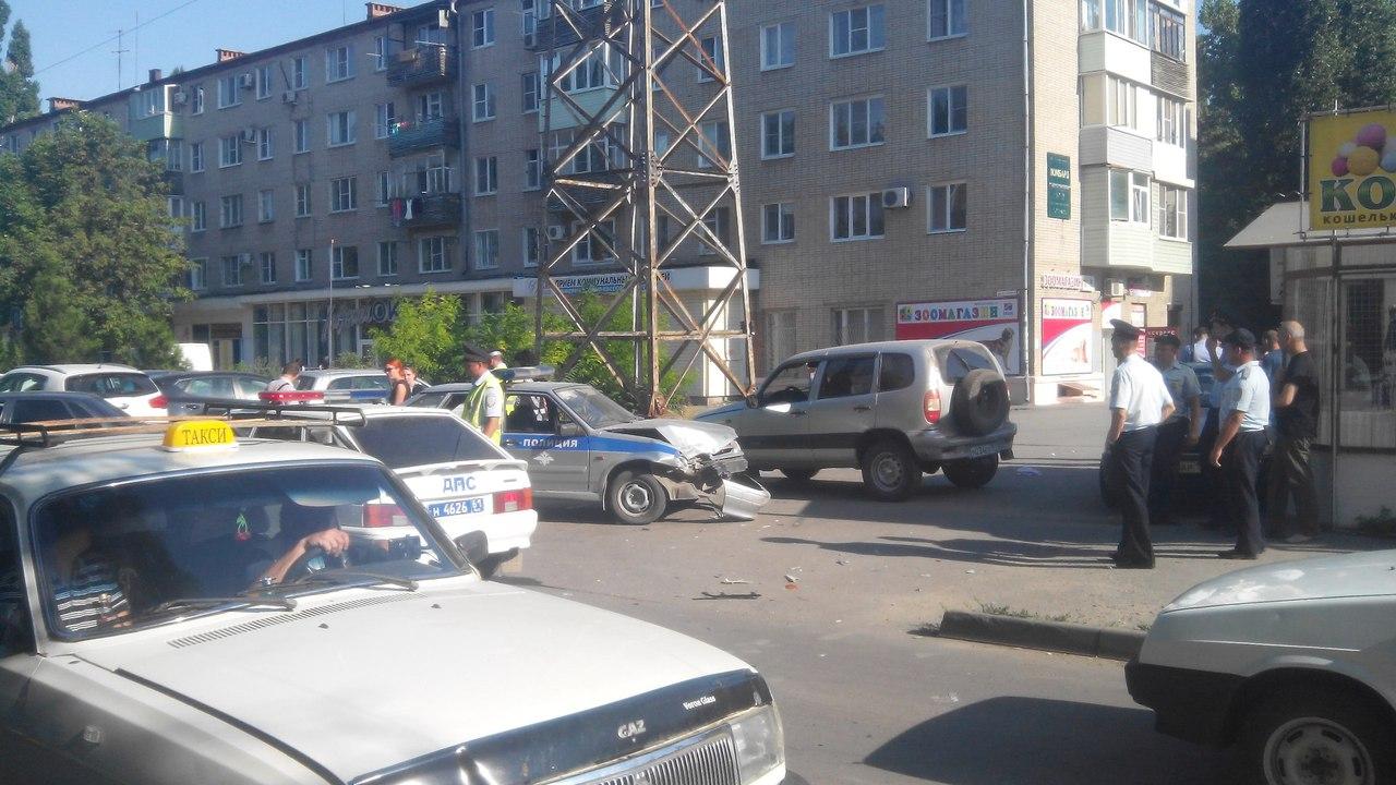 В Таганроге полицейские чтобы задержать нарушителя на Chevrolet Niva пошли на таран