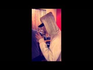 Justin Bieber drinking at Laguna Beach, California - rickthesizzler snapchat, August 7, 2015