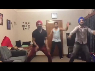 Punjabi Boys Awesome Punjabi Dance Bhangra.. Att he Karti... Sipa